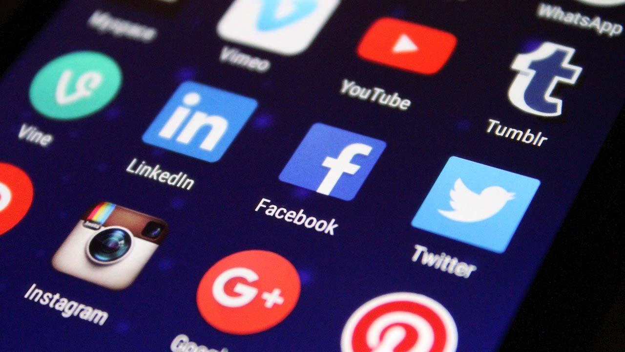 social-media-manager-gestione-social-web-agency-multiax-italia-1024x720